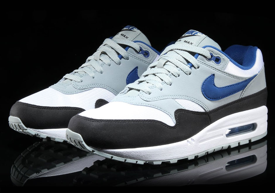 huge selection of 7b6c2 d1b59 Cleaning Nike Air Max 1 Blue