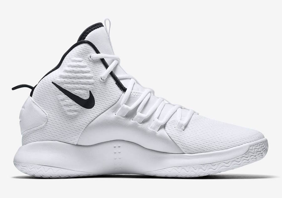 newest 2c872 62165 ... on Nike Store Online. Check out more detailed images down below and be  sure to pick up a pair for yourself. The retail price tag is set at  130  USD.